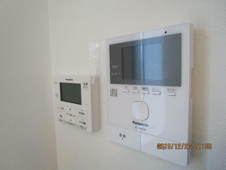 TV付モニターのリモコンになります! 子機も1台ついているので分けて使用していただけます。 録画機能付き