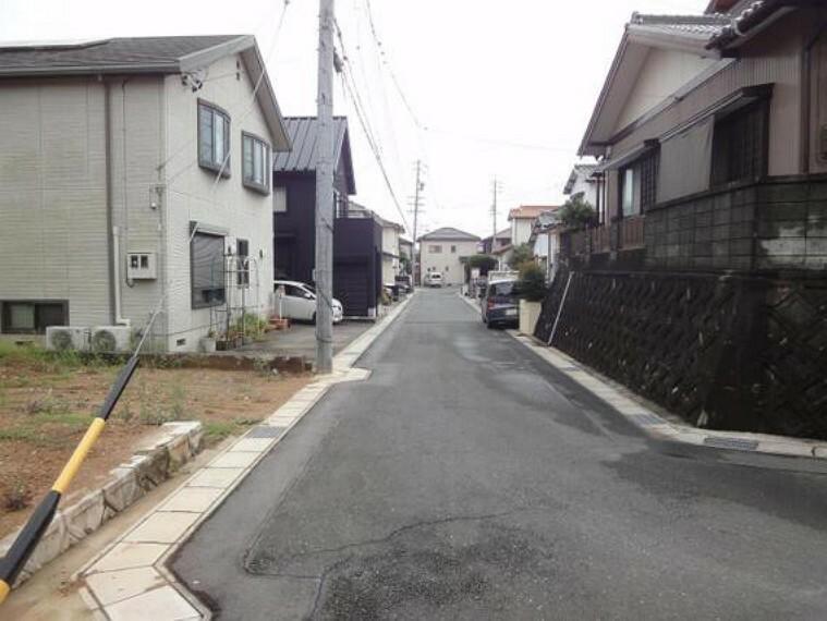 現況写真 第1種低層住居専用地域の閑静な街並みが広がっています。