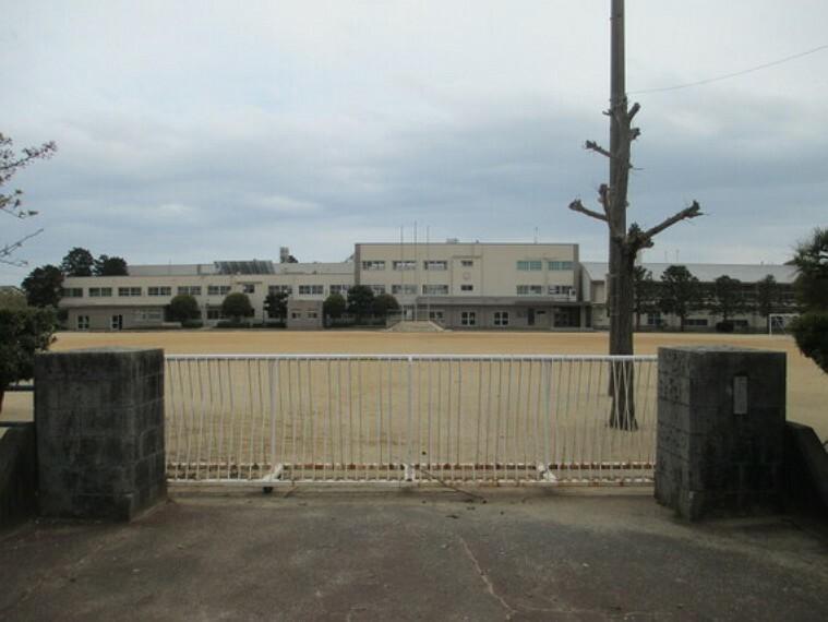 小学校 高師小学校まで徒歩約10分。(約800m)
