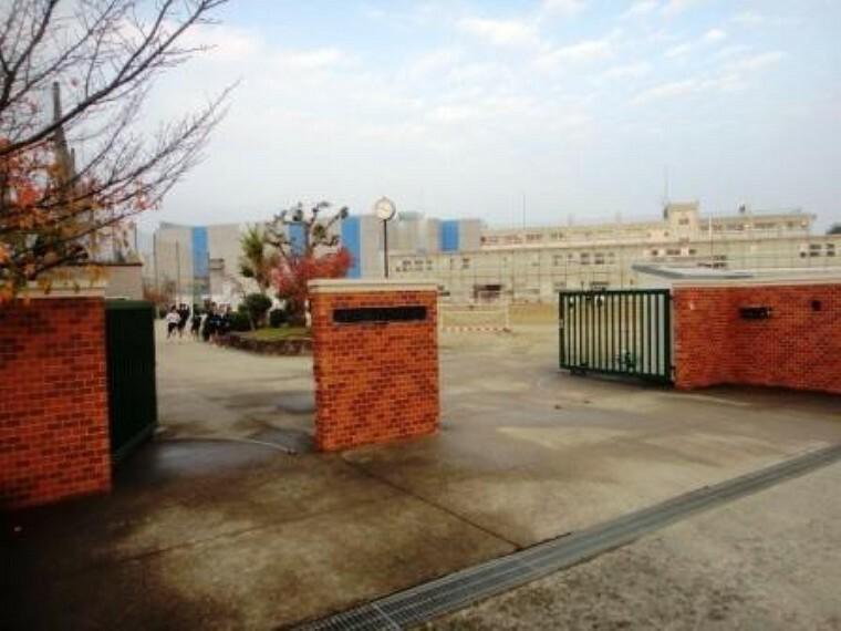 中学校 【中学校】川西市立緑台中学校まで2003m