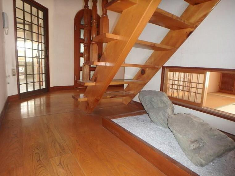 専用部・室内写真 階段下