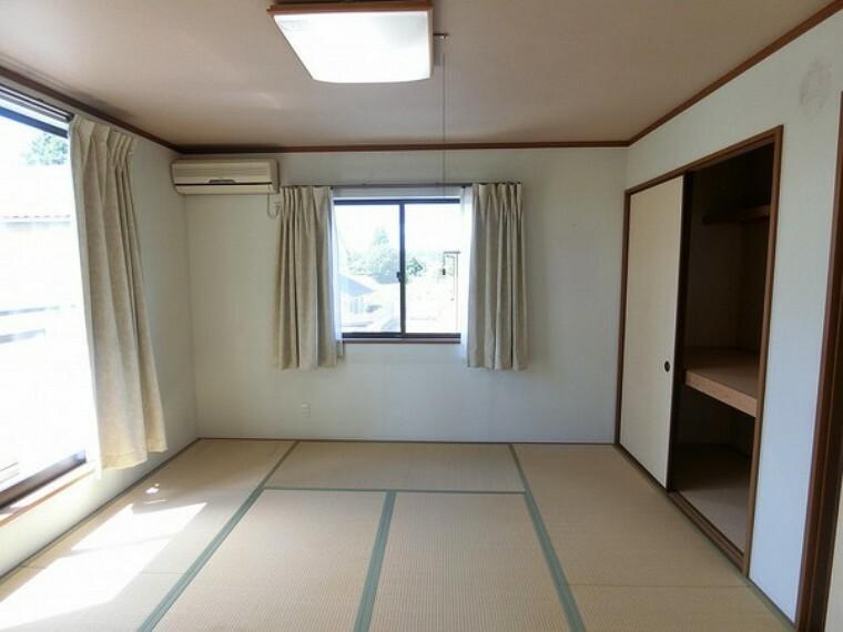 和室 日当たり良好のため、全体的に明るい部屋となっています。