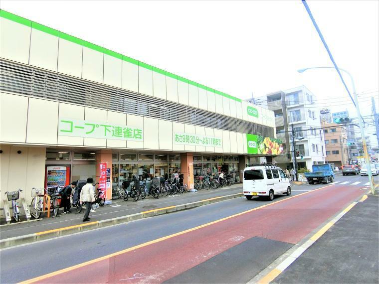 スーパー 現地周辺のスーパーマーケット(徒歩11分)です。