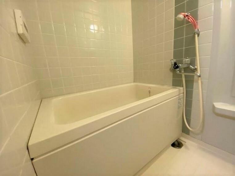 浴室 追い焚き機能付きで節約にもなりますね!