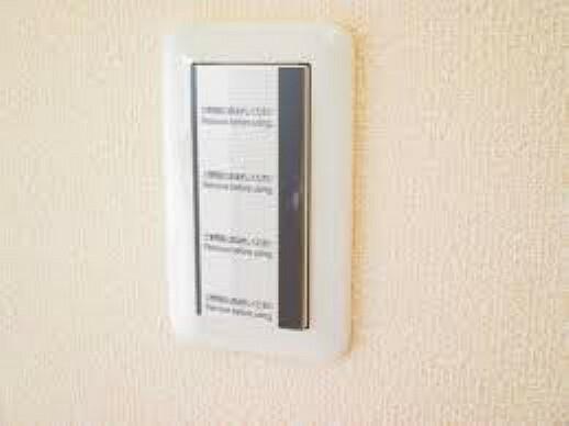 専用部・室内写真 (リフォーム完了)照明スイッチは全てワイドタイプに交換済。毎日手に触れる部分なので気になりますよね。新品できれいですし、見た目もオシャレで押しやすいです。細かな気になる箇所までリフォームします。