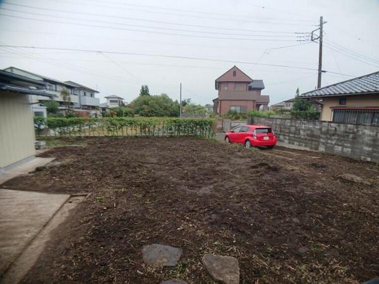 庭 【リフォーム完了】庭の植栽を伐採し整地しました。かなりスッキリしてお庭が広々としているのがわかります。ここでバーベキューやテントを張ることも出来ますね。