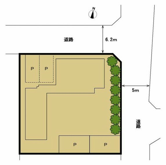 区画図 (区画図)北東の角地。南側がお庭です。駐車場は北西側に並列2台、南東側に縦列2台の合計4台駐車可能です。リビング側にはウッドデッキが付いています。広々としたお庭を眺めることができます。