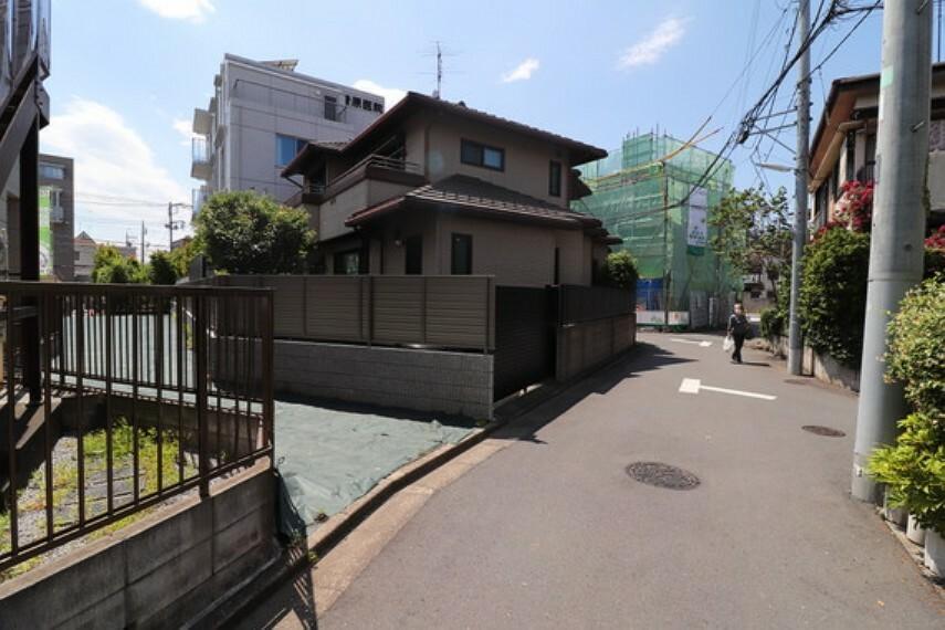 現況写真 前面道路含む現地土地の写真