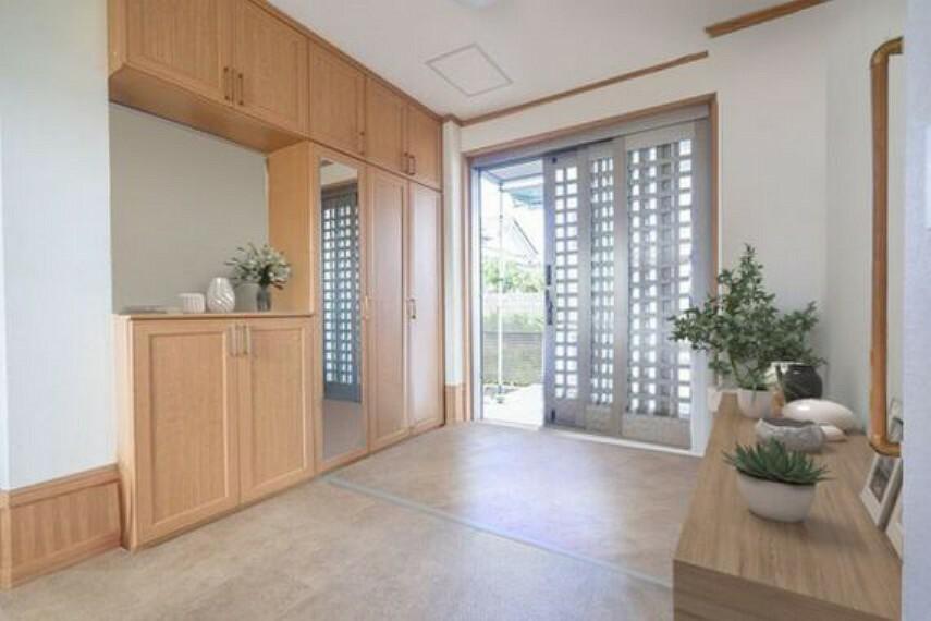 玄関 玄関もゆとりのスペースがあります。彩光も差し込む明るい玄関は嬉しいですね。