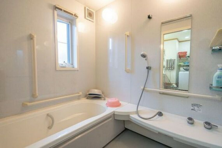 浴室 使い勝手の良いゆとりのユニットを採用。一日の疲れをしっかりと癒してください。