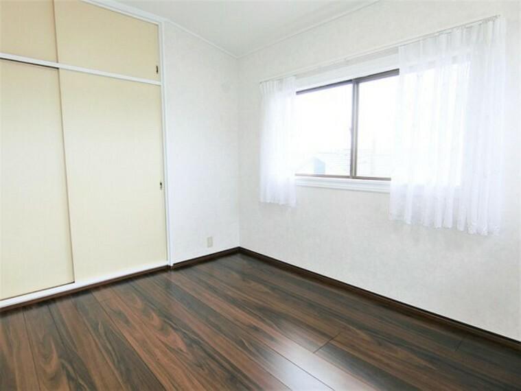 2階は全室フローリング張替え済みです。