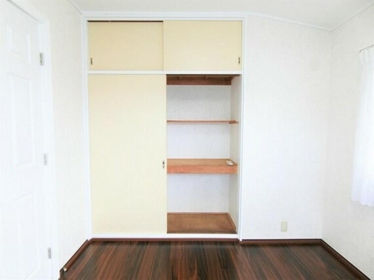 収納 収納がございますので、お部屋がすっきり片付きますね。