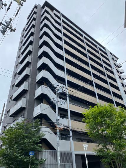 外観写真 2014年2月築・南向き・ペット飼育可(条件あり)のマンションです。最寄駅の大阪メトロ谷町線「都島駅」徒歩9分。JR環状線「桜ノ宮駅」徒歩14分などお仕事にお出かけに便利な立地です。