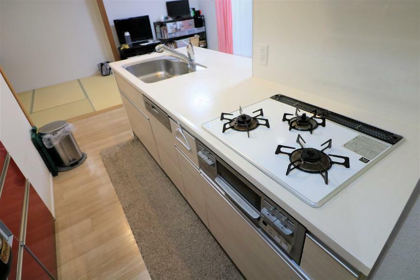 キッチン 食洗器付きのキッチンもキレイにご使用されています。