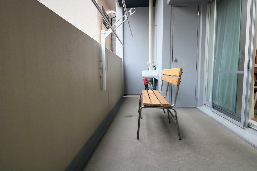 バルコニー 広々としたバルコニーは、トランクルームとスロップシンクが設置されています。