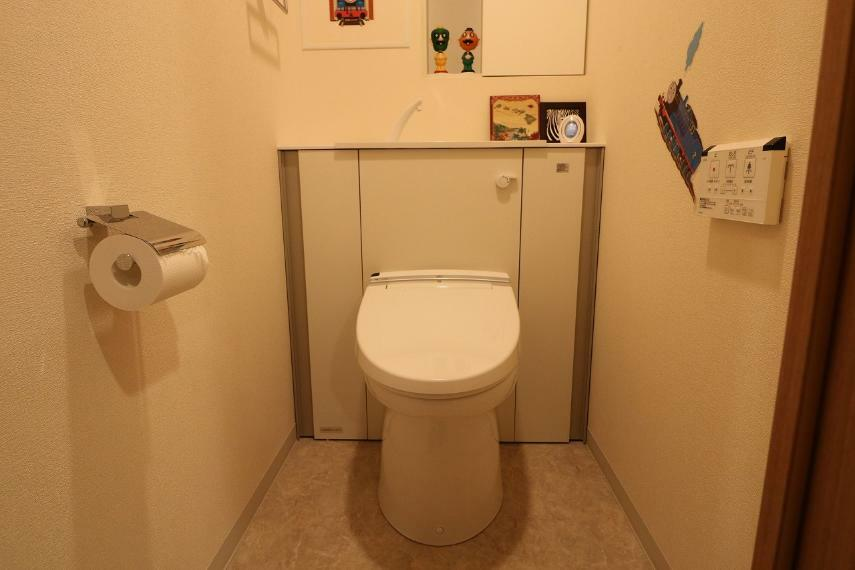 トイレ タンクレスの洗浄機能付きトイレ。