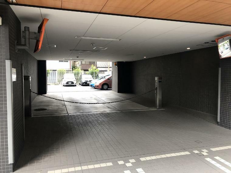 駐車場 駐車場のご利用は公開抽選形式になります。1区画3000~7000円(月額利用料)。