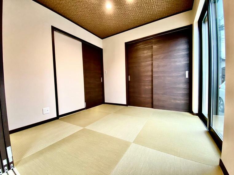和室 4.5帖の和室。リビング・玄関ホールどちらからもに出入りが出来ます。
