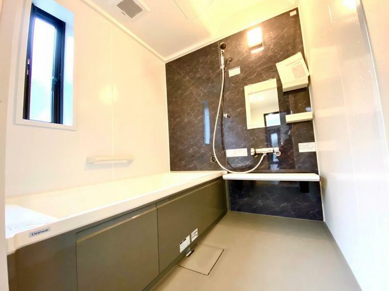 浴室 1坪タイプの浴室はアクセントパネルも統一された雰囲気になっております。