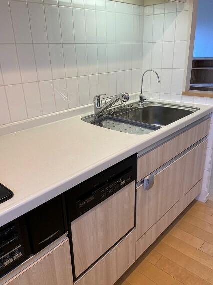 キッチン 浄水器・食器洗い乾燥機付き。