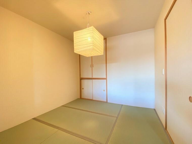 居間・リビング あると心が落ち着く中和室(約5.0帖)は、LD一体の空間としてご利用いただけます。