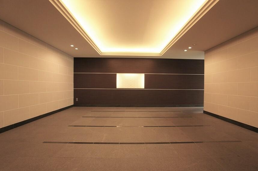 エントランスホール 照明の演出が美しいエントランスホール