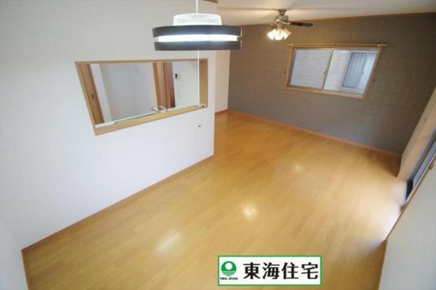 居間・リビング 15.4帖のLDKは3面採光で明るい空間!