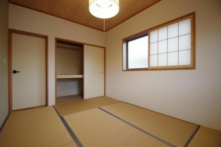 2面採光の明るい和室!