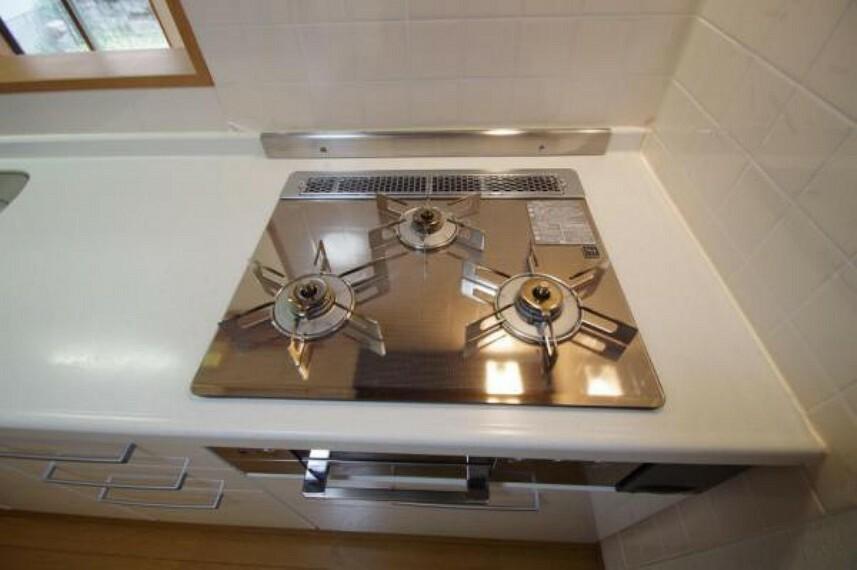 キッチン 3口コンロ!綺麗ですね!
