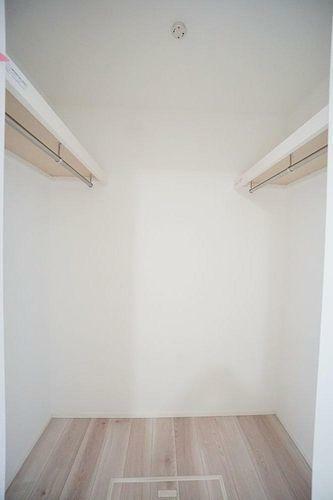 収納 1階洋室にはウォークインクローゼットが付いています。収納スペースが広くお部屋を有効に使えますね。