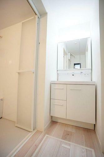 収納 機能的で掃除がしやすい、おしゃれな洗面化粧台です!