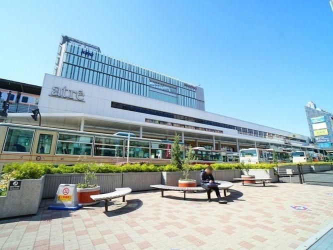 吉祥寺駅(JR 中央本線) 徒歩11分。不動の人気を誇る中央線のターミナル駅。北は西武線から南は京王線まで、広い範囲にバス便が走っている。緑豊かな「井の頭公園」は有名な桜の名所。食品から家電まで幅広…