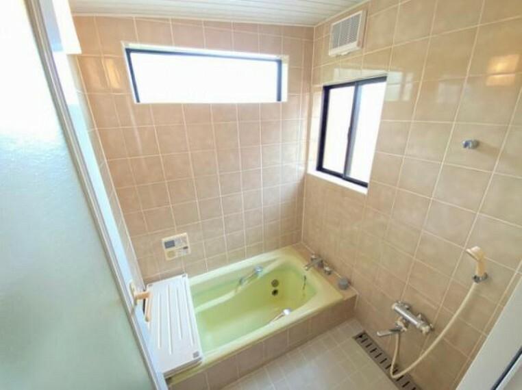 浴室 シャワー付きの浴室で1日の疲れをしっかり癒せますね