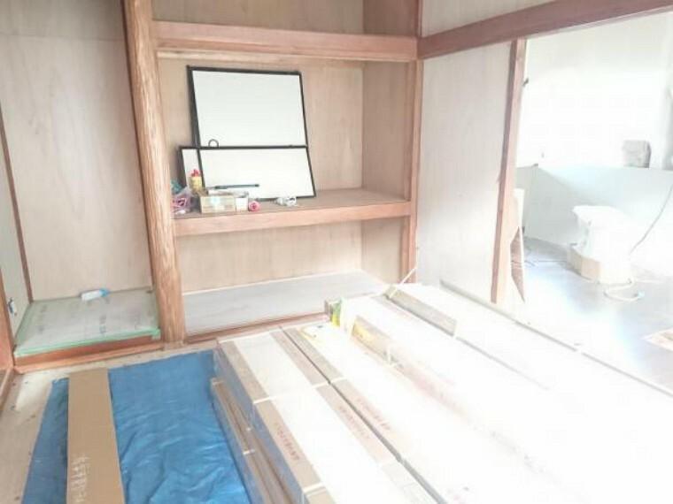 【リフォーム中】1階和室です。畳は表替えをし、壁・天井はクロスを張り替えます。
