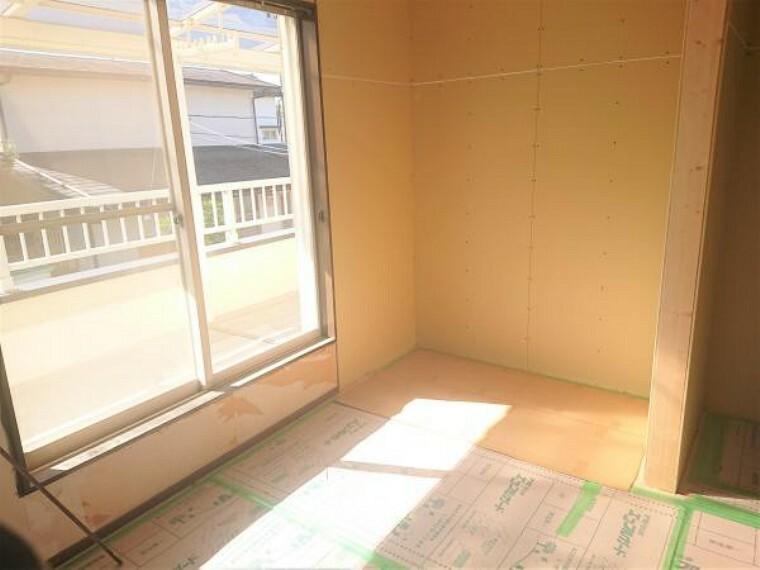 【リフォーム中 11/14撮影】2階洋室は約1帖分のクローゼットを新設します。リモートワークや趣味のお部屋、子供部屋としてお使いいただく際には、収納が多いと嬉しいですね。