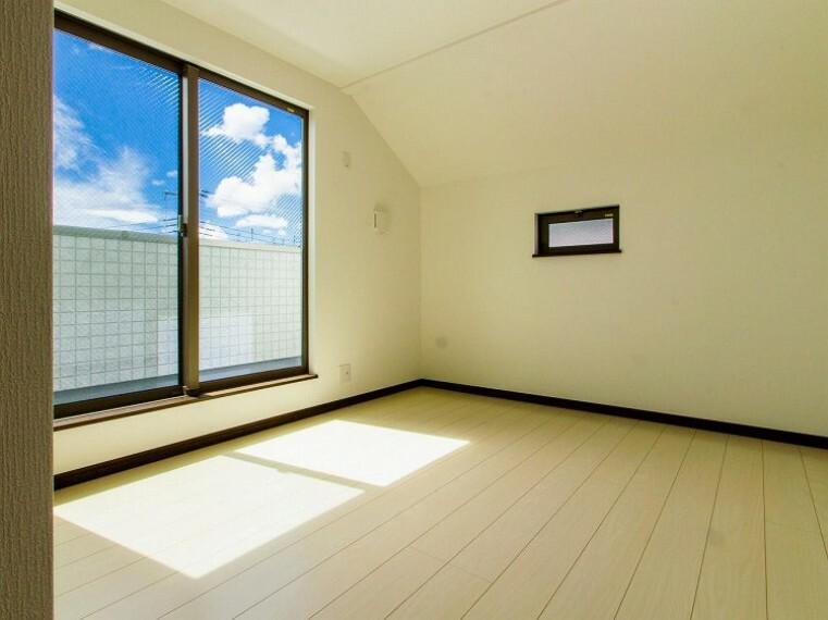 寝室 一日の疲れをいやしてくれる寝室。心地よい風と伸びやかな眺めを愉しむ特等席。(1号棟)内装内観写真-寝室