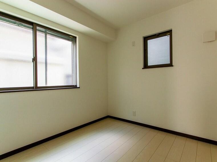 洋室 環境の良い場所にセンス良く暮らしたい、こだわりの室内には至福のシーンが繰り広げられます。(1号棟)内装内観写真-洋室