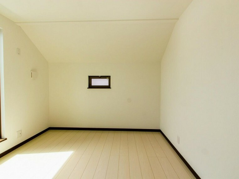 子供部屋 子供部屋や書斎にちょうどよい広さになっています。趣味に没頭したり、自分の時間を愉しめる一部屋です。(1号棟)内装内観写真-子供部屋