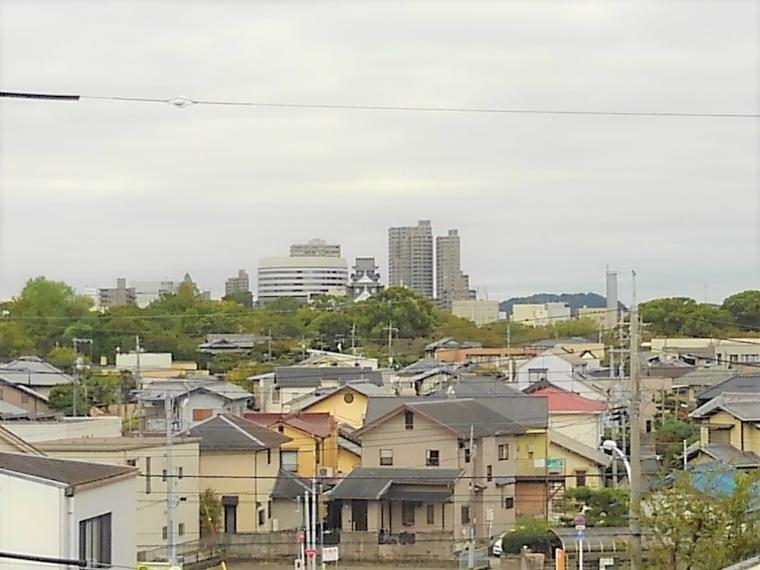 周辺の街並み 烏城とも呼ばれる岡山城が真正面!