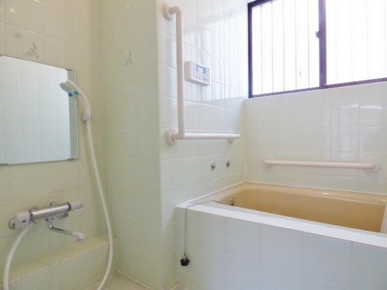 浴室 一日の疲れを癒したりお子様とゆとりあるバスタイムを。