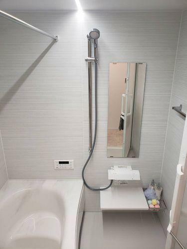 浴室 窓付の浴室で換気もしっかりとできます