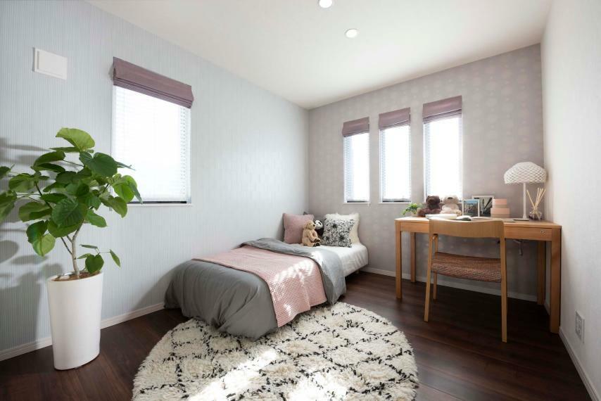 同仕様写真(内観) ゆとりある広さと快適性にこだわった居室空間。居室には明るさと空間の広がりに配慮し、心地良く休める居室づくりにこだわりました。※レーベンプラッツ一之江(2020年5月分譲済)