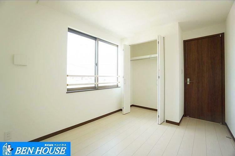 室内 2面採光で明るく暖かなお部屋に。無駄に電気をつけることなく、節約もできそうです