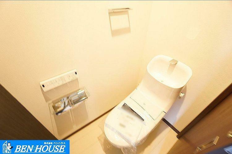 トイレ トイレ シャワートイレを全棟に完備。小窓もありますので換気も安心