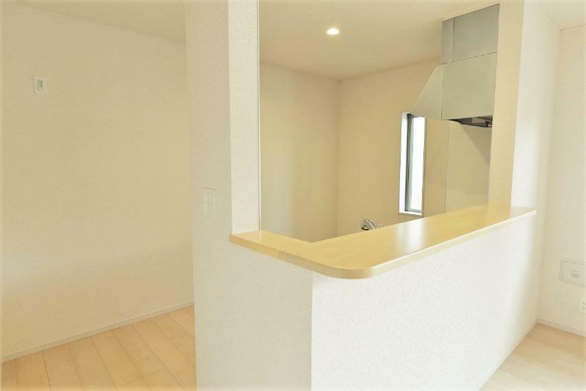 キッチン 同仕様例。食事の準備や後片付けに便利なキッチンカウンター