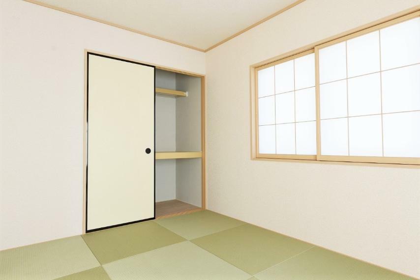 和室 同仕様例。小さいお子様のお昼寝や遊びのスペースに、また来客スペースとしてもおすすめです。