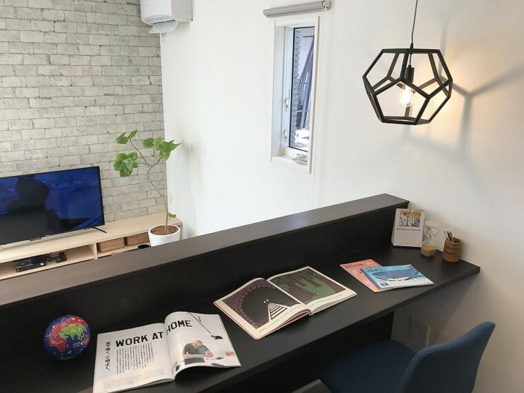 居間・リビング ■スタディーコーナー写真■ お子様の勉強はもちろん、在宅勤務のスペースや読書等様々な使い方が出来る便利な空間です。 ※2020年11月撮影