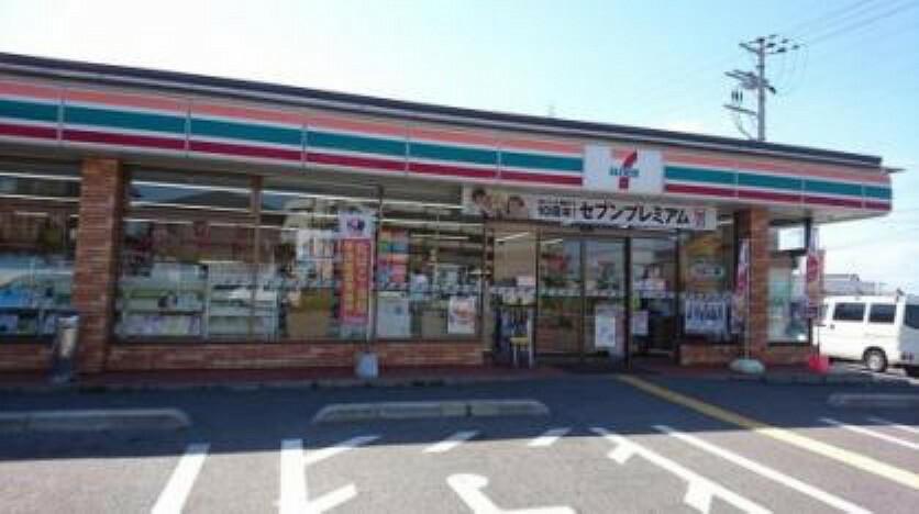 コンビニ セブンイレブン岸和田真上町店 約900m 徒歩12分