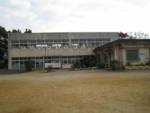 幼稚園・保育園 岸和田市立旭幼稚園 約350m 徒歩5分