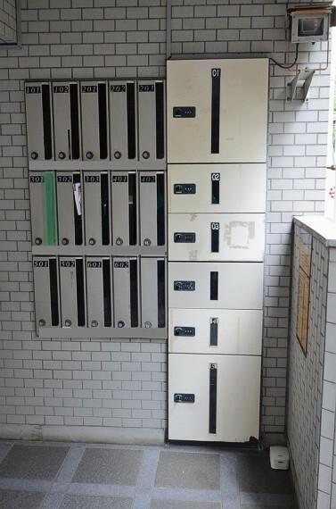 エントランスホール 新耐震基準適合マンション。オートロックや宅配ボックスが完備されています